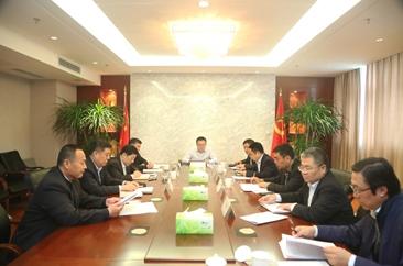 工行菏泽分行党委中心组集体学习 《中共中央关于加强党的政治建设的意见》