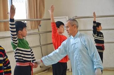 """河南内乡:三代戏曲人撑起""""宛梆梦"""""""