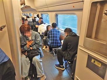 """""""买短乘长""""致列车超载 铁路致歉"""
