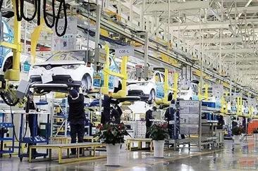 """安全是第一要务 新能源汽车产业还在""""爬坡过坎"""""""