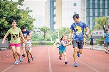 为了女儿 他8年跑步两万多公里