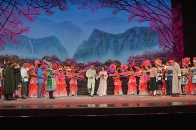 大型红色花灯剧《省委书记王德三》在梅兰芳大剧院上演