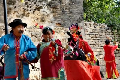 品味山东采访团踏上中国传统古村落 用脚步丈量大美巨野
