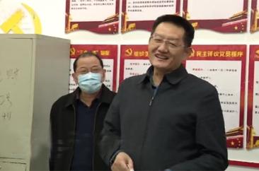 张新文慰问春节坚守岗位干部职工