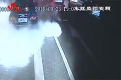 公交车司机曹凤龙路遇私家车自燃 紧急下车助灭火