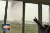 曹县义乌小商品城小区  天上突然掉下窗户来  吓人!